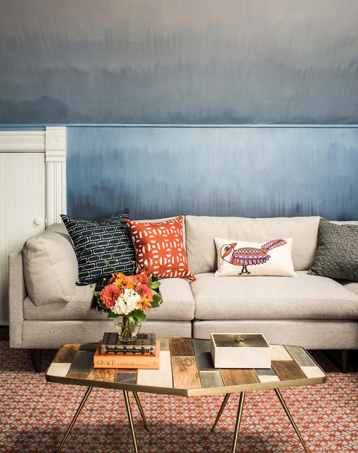Modelo de salón tradicional renovado con paredes azules