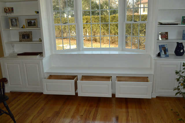 Built In Book Shelfs And Bay Window With Seat Draws