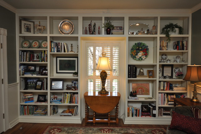 Built-in bookcase traditional-living-room