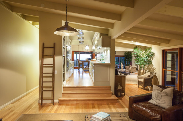 Burleigh Heads Hampton Style Kitchen traditional-living-room