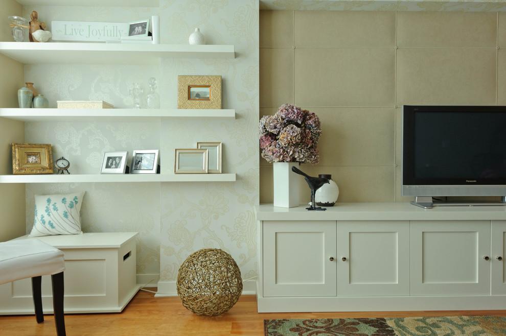 Minimalist living room photo in San Francisco