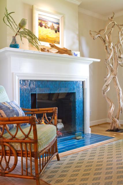 Coastal living room photo in Los Angeles
