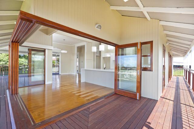 Cantilevered Bi Fold Amp Stacker Cedar Doors Modern