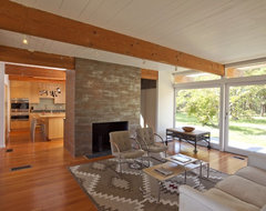 Cape Cod Modern House Addition, Wellfleet midcentury-living-room