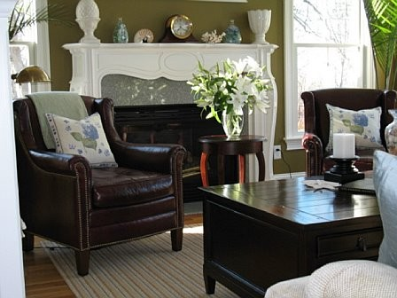 Cape Cod renovation traditional-living-room