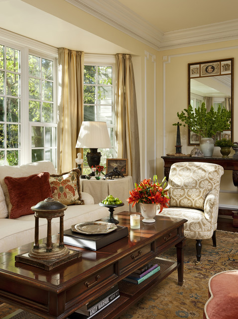 Cape cod west traditional living room los angeles for Family room los angeles