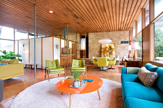 Casa Nido midcentury-family-room