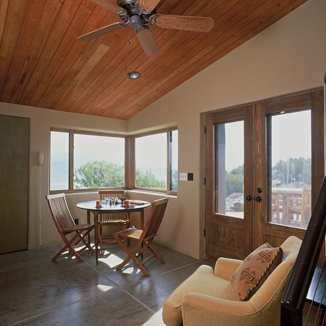 Casabella Guest House modern-living-room