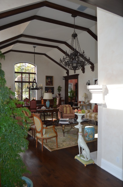 Cedar Park Circle traditional-living-room