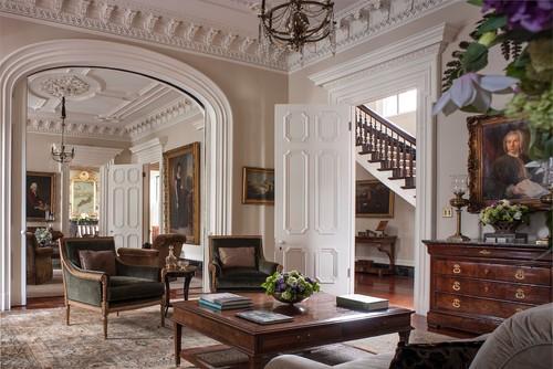 цвет сепии светло коричневые стены белая лепнина деревянная мебель