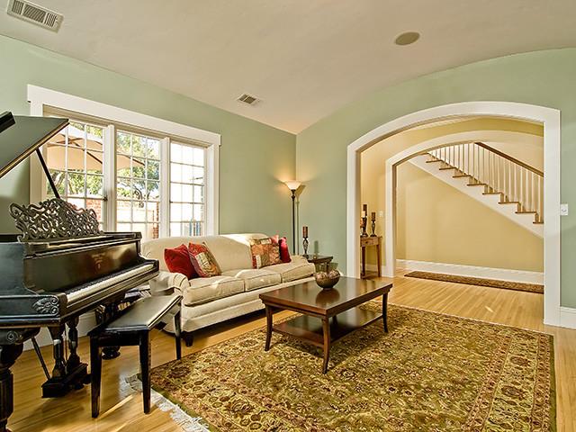 Charlie Chaplin Living Room/Hall