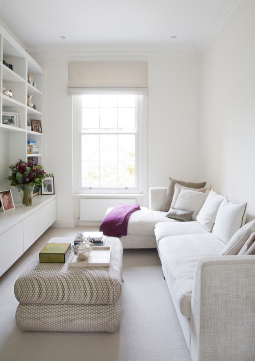Small living space with sectional. How to make a small space look bigger #smallspace #decorating