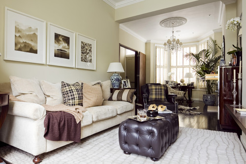 WHY GROUPING THINGS IN ODD NUMBERS WORKS SO WELL IN HOME DESIGN - traditional living room