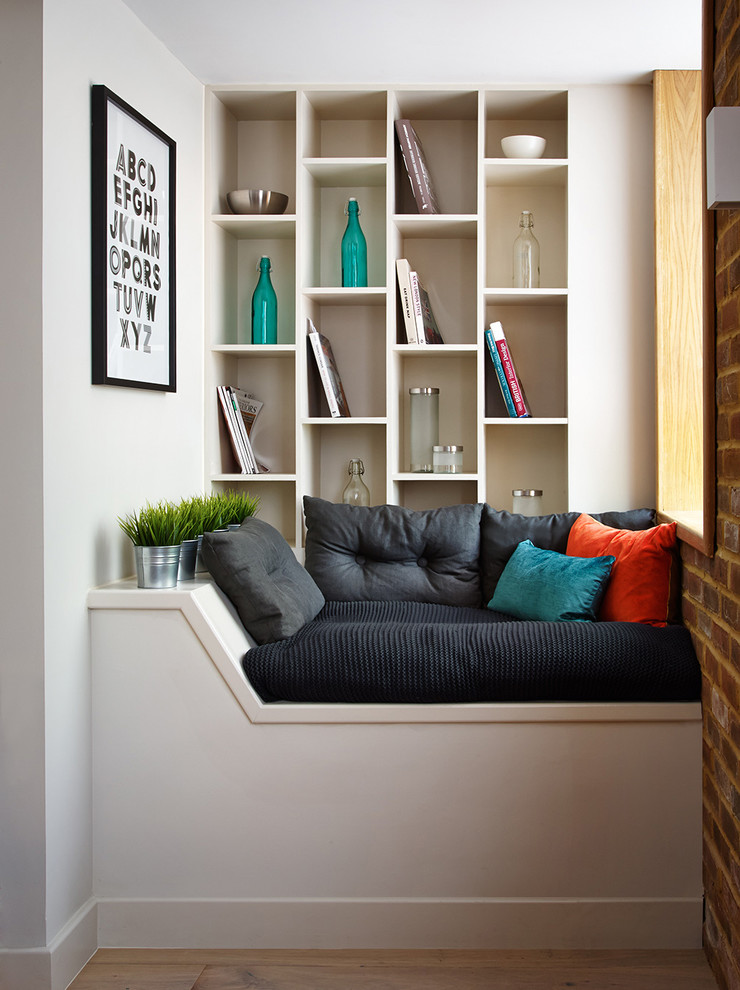 Trendy living room photo in Hampshire