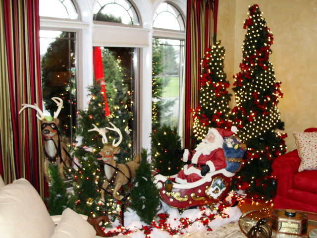 Christmas decor living room ottawa by bernacki Holiday apartment decorating ideas