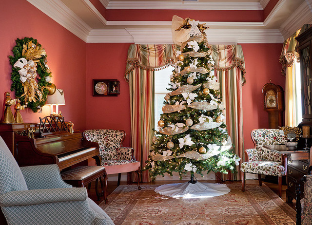 Christmas decorating 2 traditional living room - How to decorate living room for christmas ...