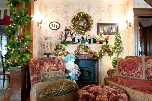 Christmas in Salem traditional-living-room