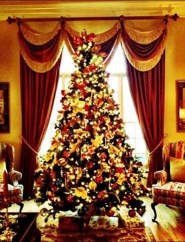 christmas traditiona; traditional-living-room