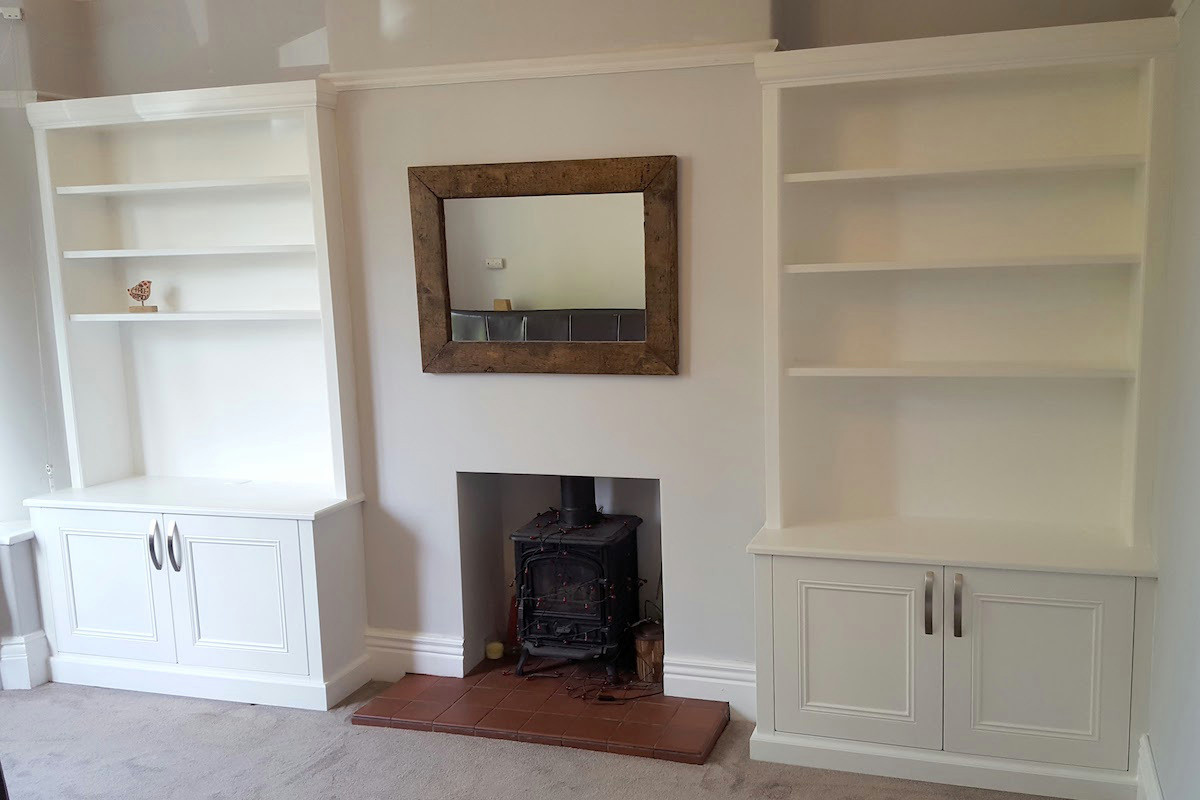 Classic Alcove Units in Brilliant White with Large Handles