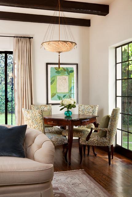 Classic And Chic Living Room トラディショナル リビングルーム