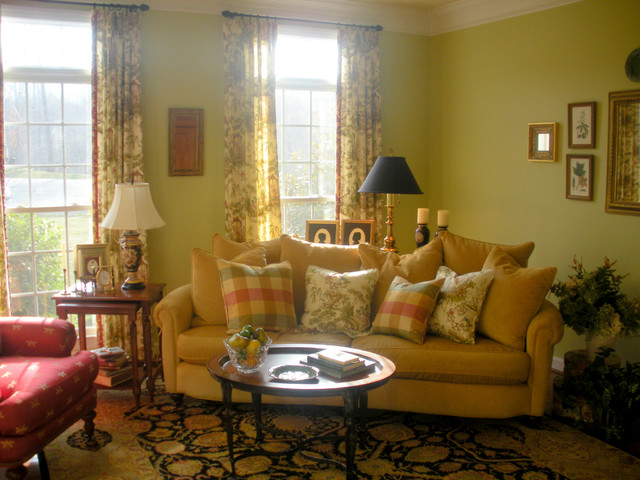 Classic yet informal livingroom traditional living for Classic traditional living rooms