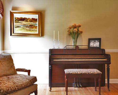 茶色のピアノが落ち着いた雰囲気をかもしだし、時を忘れて演奏してしまいそう♪