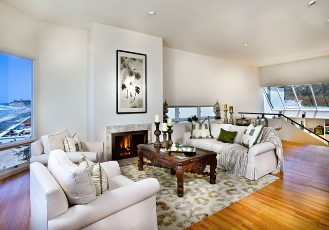 Chic Grey Living Room With Clean Lines: Clean Modern Beach House Design
