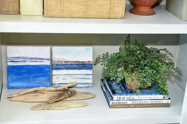 Coastal Classic - Al Mare - Soggiorno - Altro - di Calybr Homes, LLC