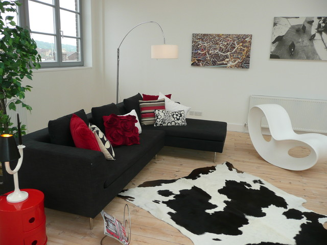 modern living room by Collette Hanlon Home Stagers