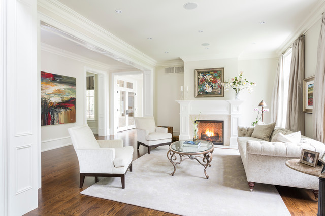 Comfortable luxury traditional living room toronto for Houzz small living rooms