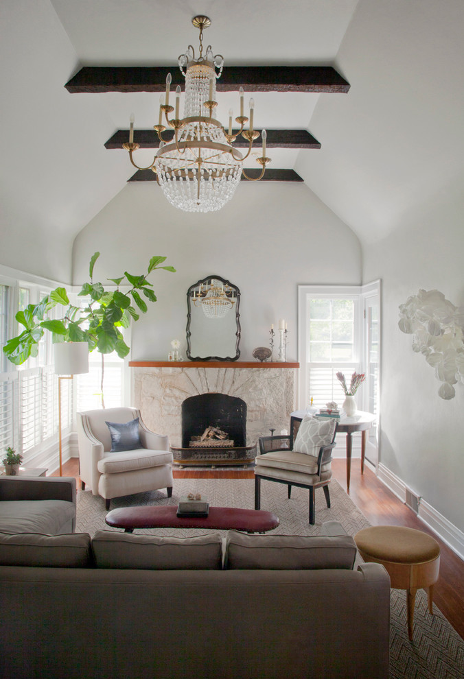 Transitional living room photo in Chicago