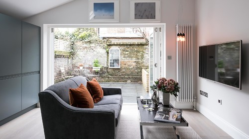 Contemporary and stylish garden flat in Fulham.