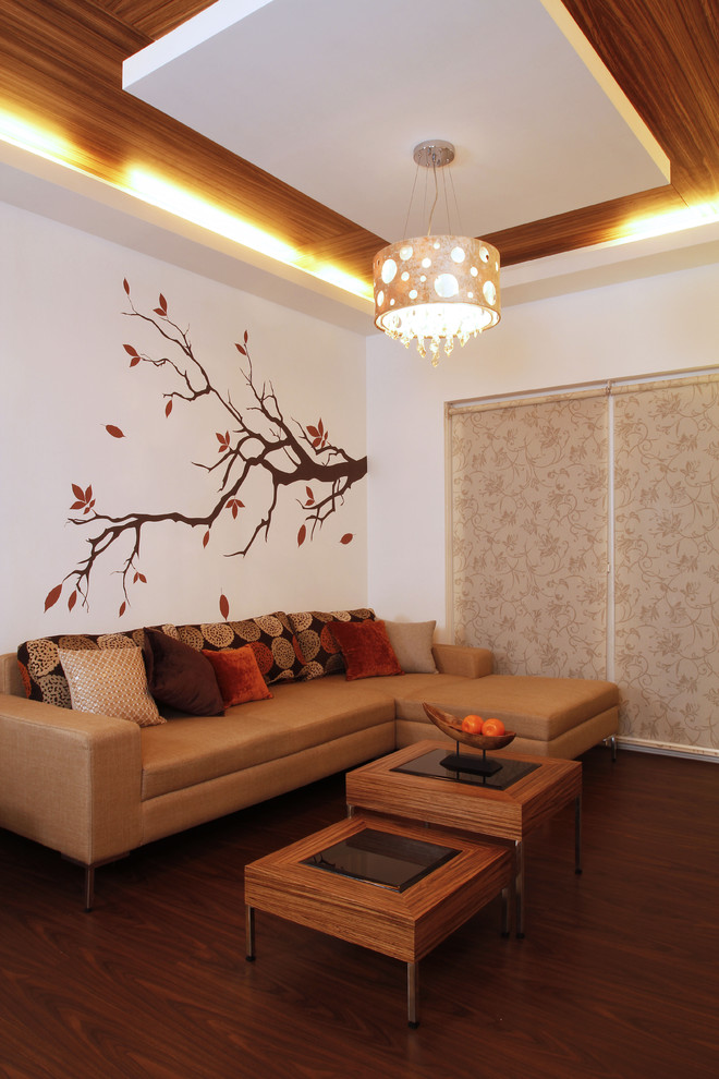 Example of a trendy living room design in Bengaluru