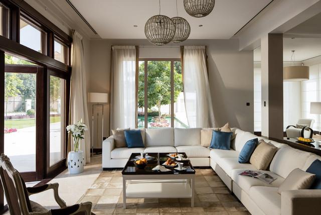 Foto de salón abierto, contemporáneo, con paredes beige