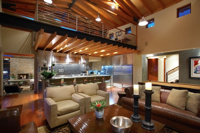 Example Of A Trendy Living Room Design In Orange County