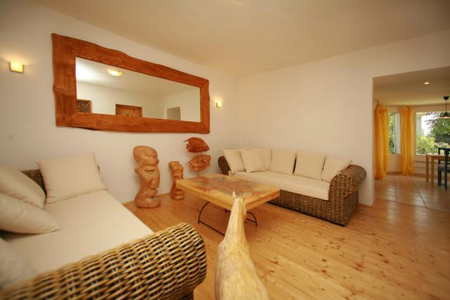 cottage tropical-living-room