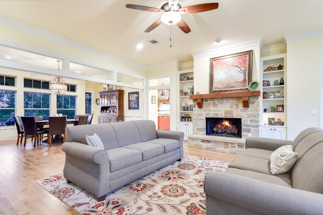 Example of a classic living room design in Austin