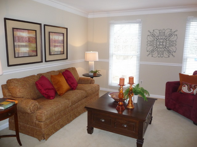 Covent Garden Ct Olney, MD traditional-living-room