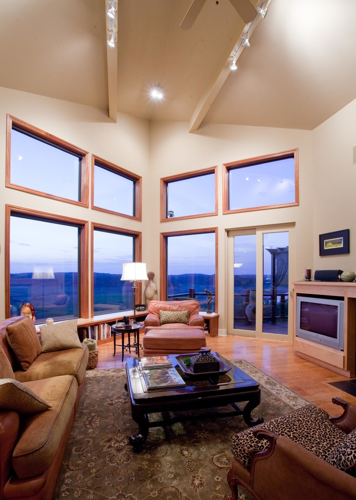 4 Tips for Decorating Large Living Room Windows