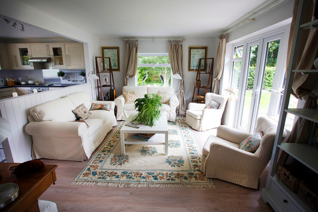 Cozy cottage sitting room transitional living room for Cozy cottage living room ideas