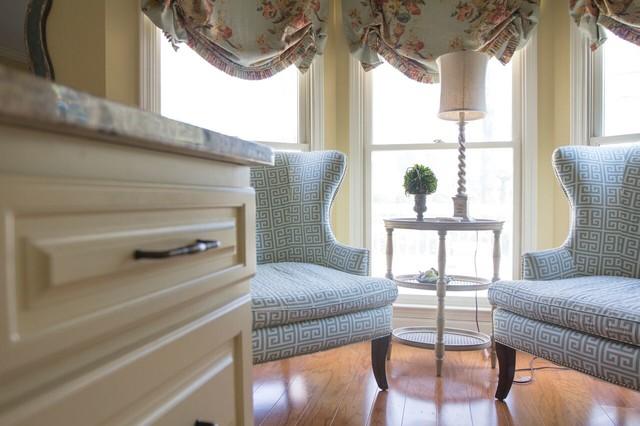 Cozy Palette farmhouse-living-room