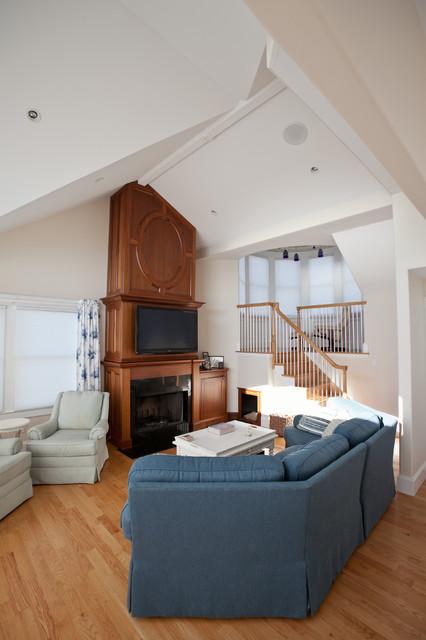 Custom Beach Homes, Long Beach Island, NJ, Jones Contracting, Inc. traditional-living-room