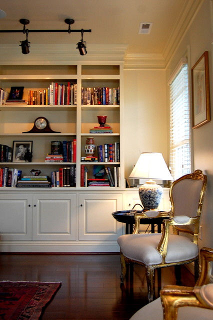 Custom built in bookcase traditional living room richmond by leslie stephens design for Bookshelves ideas living rooms