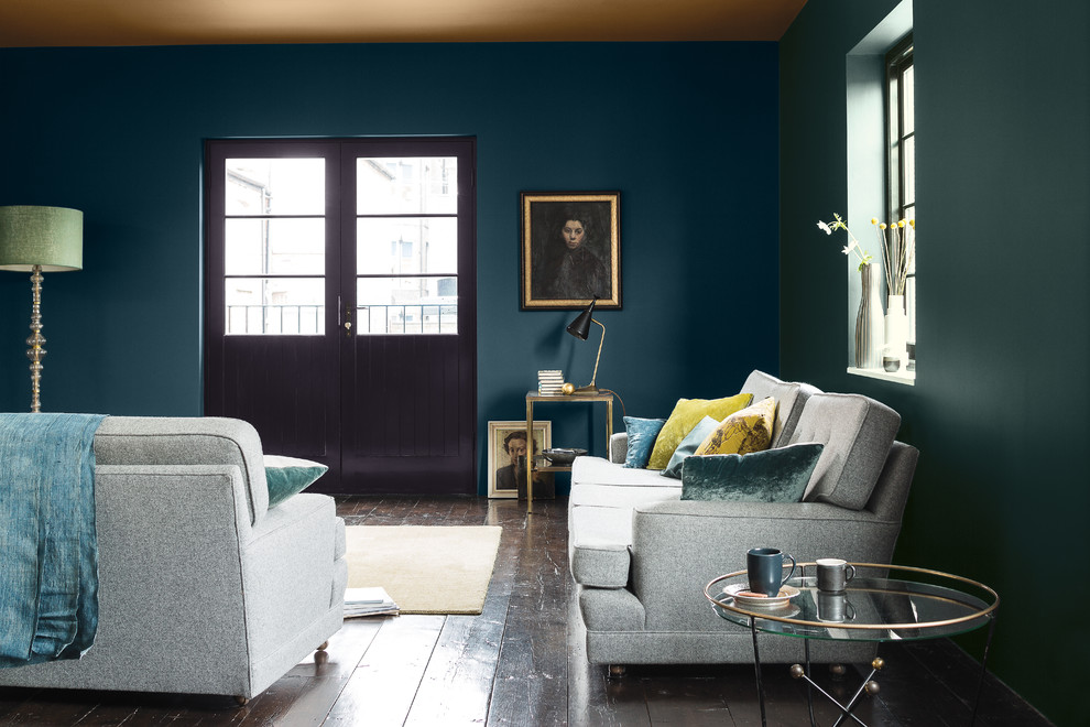 Inspiration for a transitional living room remodel in Berkshire