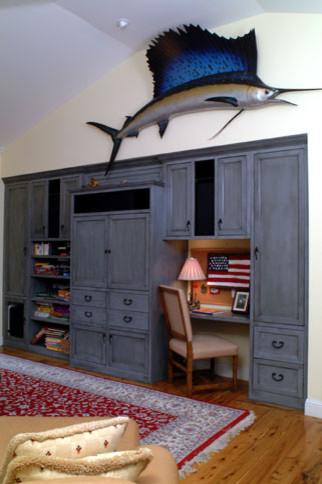 Den traditional-living-room