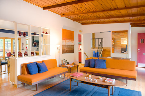 Warm Tones orange and blue room