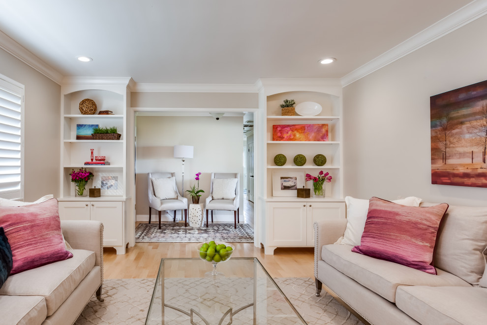 Transitional living room photo in Sacramento