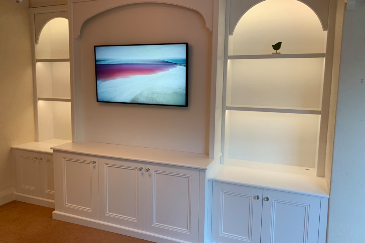 Display Unit With TV, Lighting and Arches in Classic Style