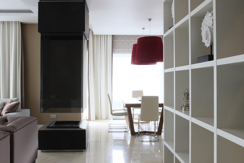 На фото: гостиная комната в современном стиле с