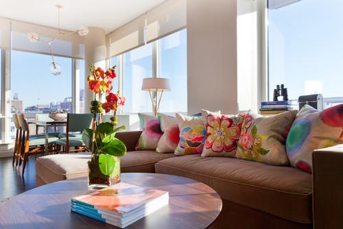 Lunes de decoraci n c mo vestir un sof con cojines la for Interior design fees nyc